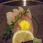 酒肴 でん助 - 石鯛刺身