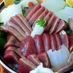 おまかせ料理まるやま - お取り寄せの鰹とあおりいか刺身盛り5000円でドッカ~ン!