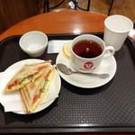 ビクトリー カフェ - モーニングセット350円(ホットヘルシーエッグと紅茶)