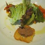 カプリ - 前菜サラダ(レバーペースト、人参ピクルス、インゲンor胡瓜ピクルス)