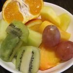 庭のホテル - 果物はキウイが旨かった。他もまずまず。