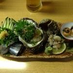 料理 四季彩 - 岩ガキなど刺身の盛り合わせです。