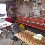 パスコロ - 店内で飲食可能です。エアコン完備、快適な空間になっています。