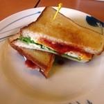 デニーズ - 料理写真:ベーコンエッグサンド