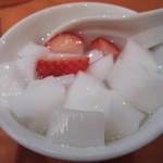 大珍樓 - イチゴ入り杏仁豆腐・・・