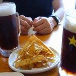 1826421 - ビール「ハーフ&ハーフ」と、ごぼうチップス