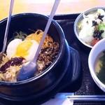 18260552 - 石焼ビビンバ(819円)※ランチ時はスープ+サラダ+ドリンク付き