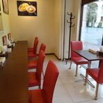 ドゥエ イタリアン シオサイト - カウンター席&テーブル席