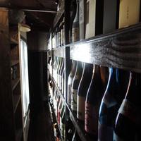 サムライダイニング 茶ノ間-店内には焼酎の棚が