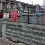 肉のオカヤマ直売所 - 駐車場は広いです。