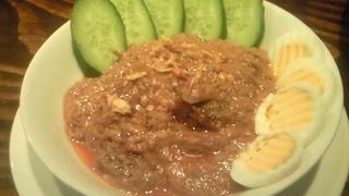 アユウルディ - ルンダン・サビ。牛肉のスパイス・ココナッツ煮込み