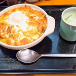 鳥めし 鳥藤分店 - 2013年04月の限定メニューは、「熱々!焼きチーズカレー」(鶏スープ付き)