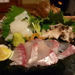 海物焼 新島水産 - ☆お造り盛り合わせは3種類…鯛&にし貝&烏賊☆