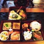 かくれ里 - 3段お重でボリューム満点ですが野菜を多く使ったヘルシー料理!
