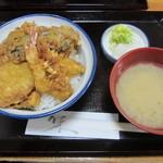 秀 - ボリューム満点のランチ丼(750円)