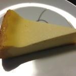 サン・デ・ムーン - チーズケーキ 1ピース ¥250