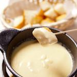 囲 - 囲のオススメ『チーズフォンデュ』昔からの人気の一品です。