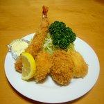 井泉 - 盛り合わせ定食 ¥1850 一口ヒレかつ、海老フライ、海老コロッケ、ほたて です。