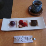 18290822 - デザート3品とほうじ茶