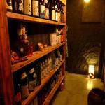 USAGI - 焼酎の棚。眺めるお客様も多いです。