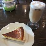 カフェ GOTO - チーズケーキ、アイスカフェオレ
