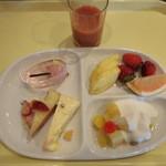 18292439 - 栄養ドリンクのトマト赤パプリカジュース&デザート チョイス。。美味しそうでしょ~ (2)