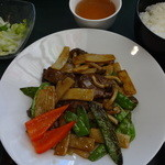 菩提樹 - 国産牛肉とさやえんどう炒め:900円