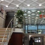 菩提樹 - ビルの中から2階へ上がる階段