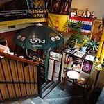 ガムランディー - 階段で地下に降ります