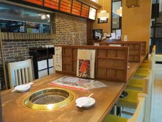 焼肉 山水 駅ビル店 - 小綺麗な居酒屋的内装2