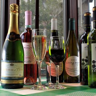 【ドリンク】開放的な店内でこだわりの自然派ワインを堪能!