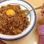 キッチン すぎの実 - すぎの実さんのボンライス♪スタミナ丼的なハヤシライスで勝負飯にぴったりですよ!w