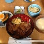 葦 - 日替わりランチ 豚ロース生姜焼き等