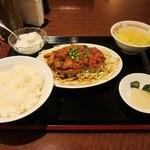 紅龍門 - 揚げ鶏、甘辛酢ソースかけ定食