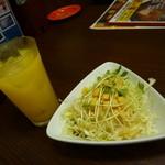 すてーき亭 - オレンジジュース&サラダ