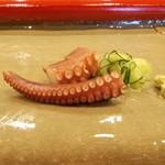 重寿司 - たこの造り。先っぽと分厚い方と両方!! 塩でも食べられます!!