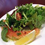 きたまち ス マガザン - MenuB(2000円)より前菜«ノルウェー産サーモンの厚切り»