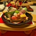 山水 - 目にも鮮やかな前菜何故かご飯とお団子