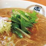 赤坂屋 - 料理写真:醤油らーめん 650円  東京店オープンからの根強い人気の一杯!