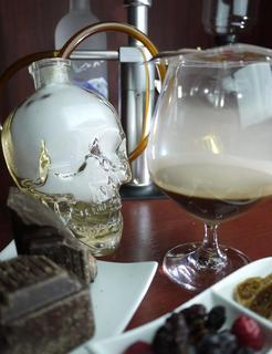 コードネーム ミクソロジー トウキョウ - 【Smokey Chocolate Martini】自家製チョコレートウォッカとガナッシュショコラ、スモークのマティーニ