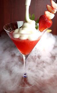 コードネーム ミクソロジー トウキョウ - 【Black Truffle Strawberry Martini】黒トリュフを漬込んだウォッカで作るラグジュアリーなストロベリーマティーニ