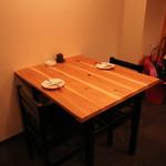 酒菜と炭 てりや - カウンター後ろの2名様テーブル