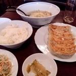 18320495 - 餃子セット(ライス、大餃子、ザーサイ、サラダ)