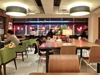 シナボン/シアトルズベストコーヒー 六本木店 - 【'13/04/03撮影】店内のテーブル席の風景です