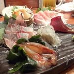 魚魚権 - 刺身6品盛り