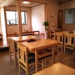 なみき庵 - テーブル5卓16席、堀ごたつ2卓12席(H25.4.10撮影)