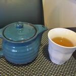 一軒露地 茶の子 - 注文すると先ずは店員さんがお洒落なお茶を持って来てくれました。