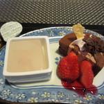 一軒露地 茶の子 - そして300円で追加したデザートセットはチョコレートケーキと桜のゼリー