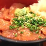 旬の味 菜々せ - まぐろ丼(ごまだれ) のアップ