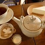カフェ・ルーラル - 紅茶はポットで♪